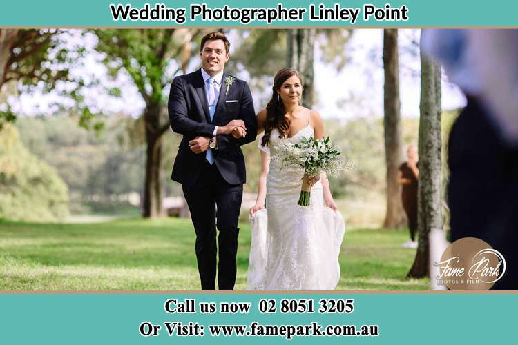 Photo of the Groom and the Bride walking Linley Point NSW 2066