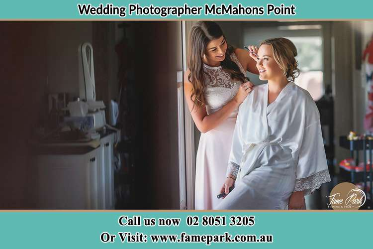 Photo of the Bride having make up McMahons Point NSW 2060